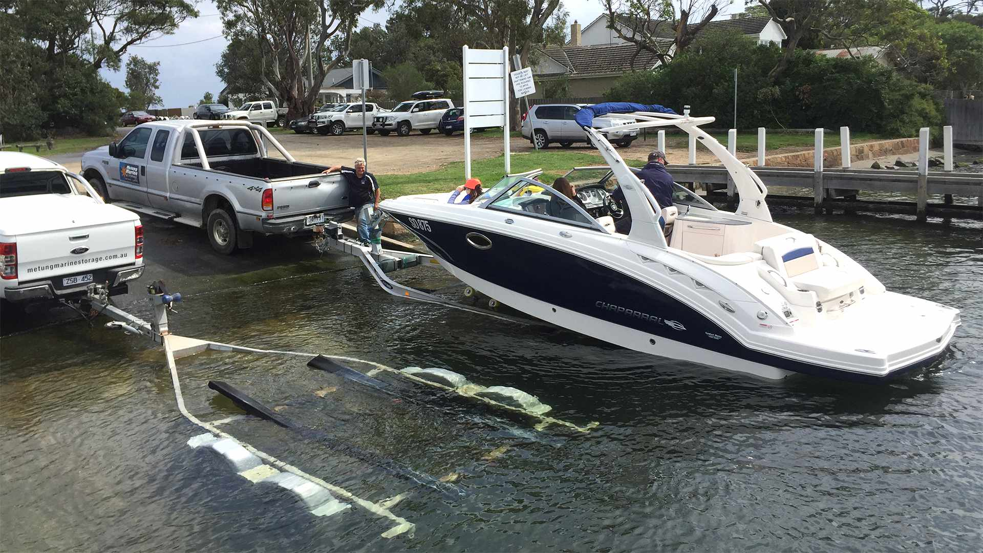 Boat launching and retrieval service