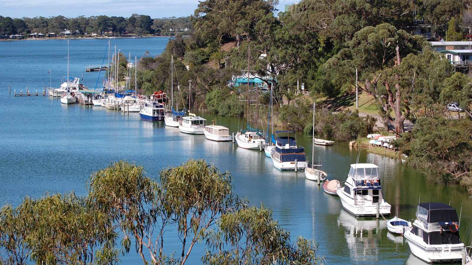 Boating and Sailing around the Gippsland Lakes
